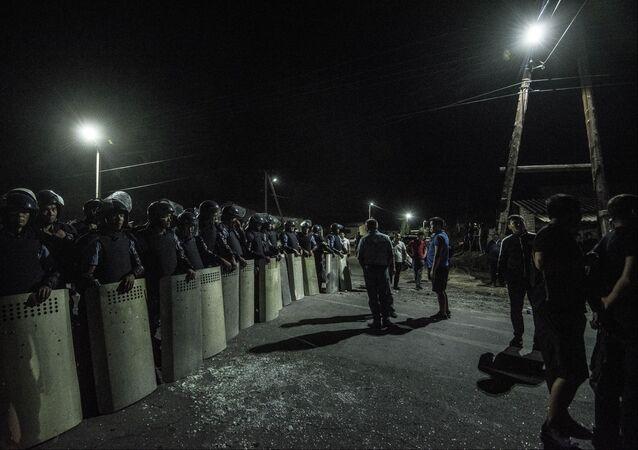 La policía kurguís durante el operativo contra el exmandatario Almazbek Atambáev