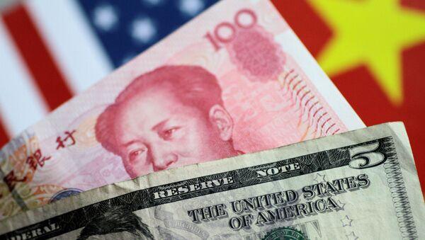 Billetes de EEUU y China, dólar y yuan - Sputnik Mundo