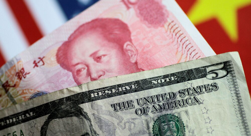 Billetes de EEUU y China, dólar y yuan