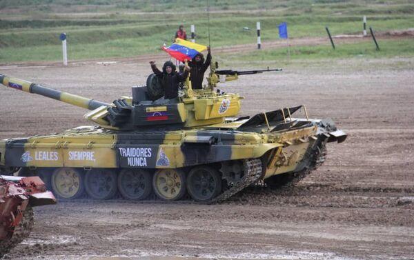 Tanquistas venezolanos participan en el biatlón de tanques en los Juegos Militares Internacionales Army 2019 - Sputnik Mundo
