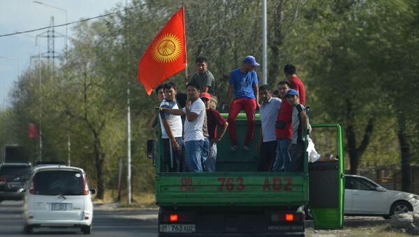 Los partidarios del el expresidente kirguís Almazbek Atambáev - Sputnik Mundo
