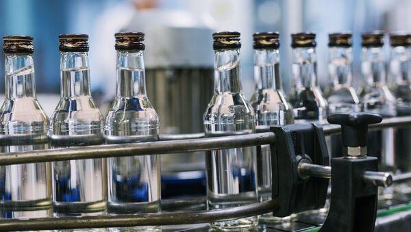 Unas botellas de vodka - Sputnik Mundo