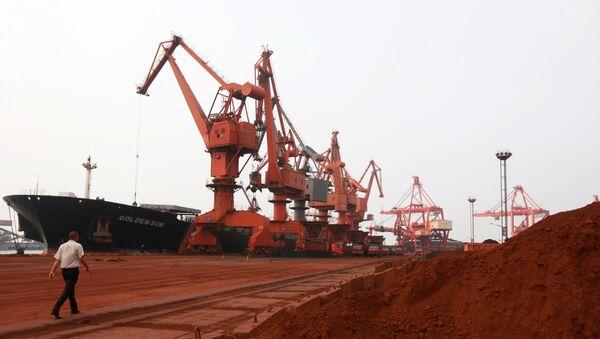 Descarga de metales de tierras raras en China (archivo) - Sputnik Mundo
