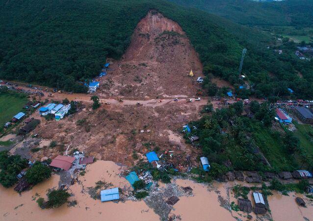 Deslizamiento de tierra en Birmania
