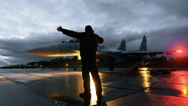 Caza Su-27 en un aeródromo en la región de Kaliningrado - Sputnik Mundo
