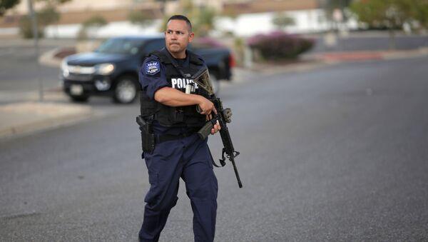 Policía en el lugar del tiroteo en El Paso - Sputnik Mundo