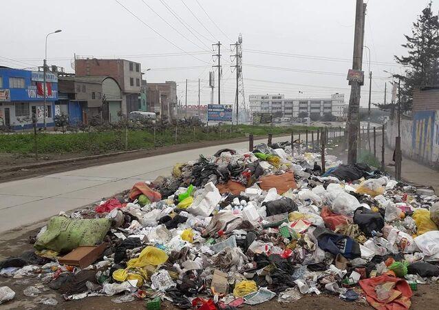 Vías por donde se trasladan deportistas panamericanos en Lima Sur están llenas de basura.