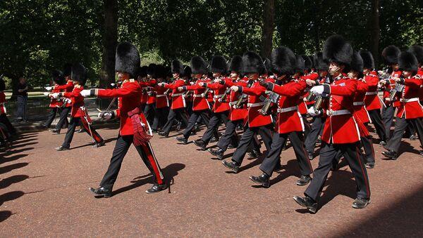 Soldados de las Guardias Escocesas - Sputnik Mundo