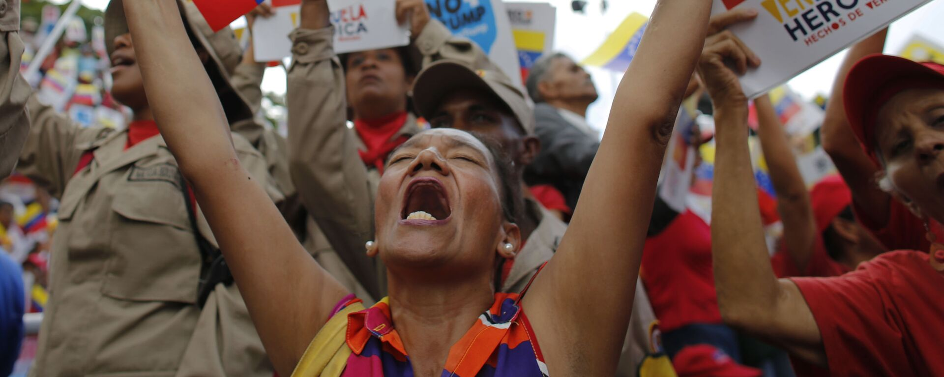 Сторонники венесуэльского правительства во время протеста против экономических санкций США в Каракасе  - Sputnik Mundo, 1920, 25.06.2021