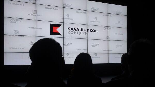 Logo de Kalashnikov en ruso - Sputnik Mundo