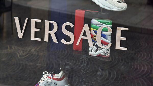 Logo de la casa de moda italiana Versace - Sputnik Mundo