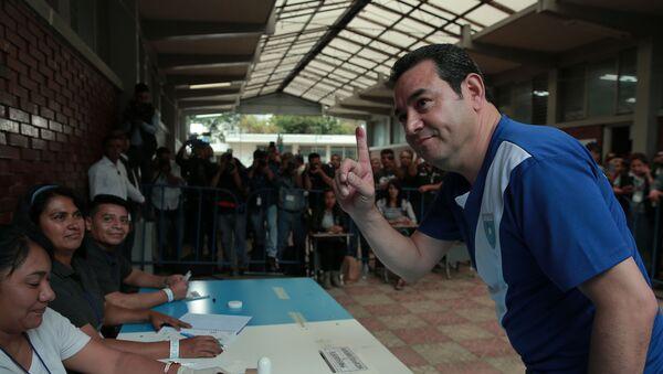 Jimmy Morales, presidente de Guatemala, votando a su sucesor  - Sputnik Mundo