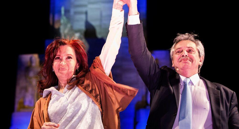 El precandidato a la presidencia de Argentina, Alberto Fernández, junto a la expresidenta y precandidata a la vicepresidencia, Cristina Fernández de Kirchner