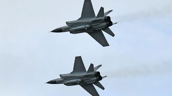 Cazas Mig-31K con los misiles Kinzhal - Sputnik Mundo