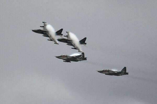De los 'cazadores' a los 'matasubmarinos': así actúa la élite de la aviación rusa   - Sputnik Mundo
