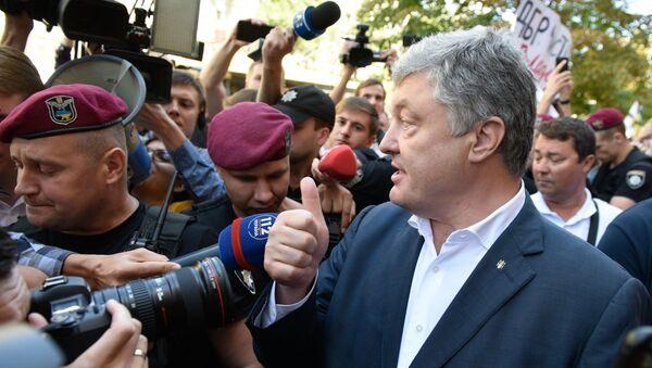 El expresidente ucraniano, Petró Poroshenko llega al interrogatorio el 12 de agosto de 2019 - Sputnik Mundo