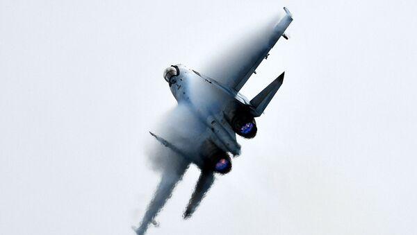 Caza ruso Su-35S durante la competición Aviadarts - Sputnik Mundo