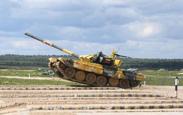 El tanque venezolano T-72B3 en maniobras durante los Army Games 2019 - Sputnik Mundo