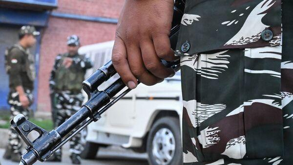El personal de seguridad en las calles de Srinagar, Cachemira - Sputnik Mundo