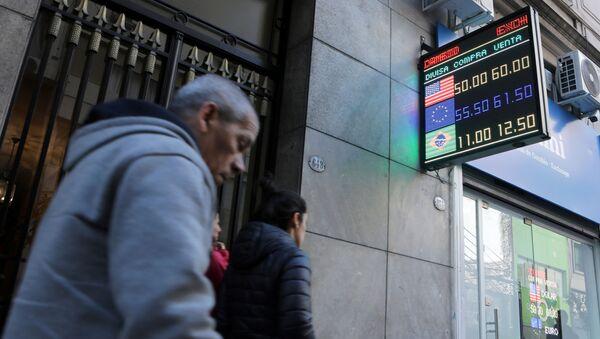 Tasa de cambio en Argentina el 12 de agosto - Sputnik Mundo