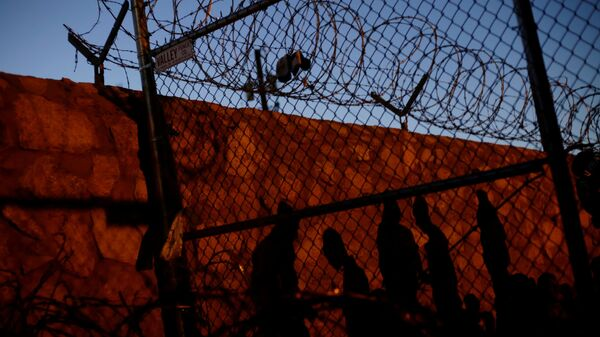 Los migrantes en la frontera entre EEUU y México - Sputnik Mundo