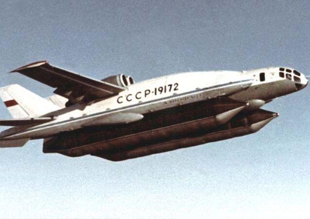El avión soviético VVA-14