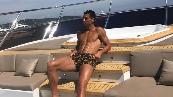 Cristiano Ronaldo en su yate - Sputnik Mundo