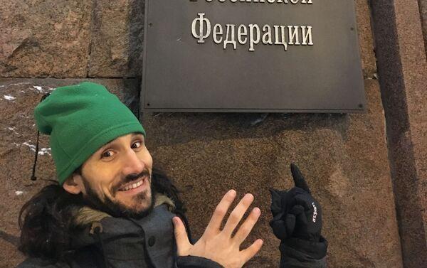 Pablo cerca del Ministerio de Educación y Ciencia ruso - Sputnik Mundo