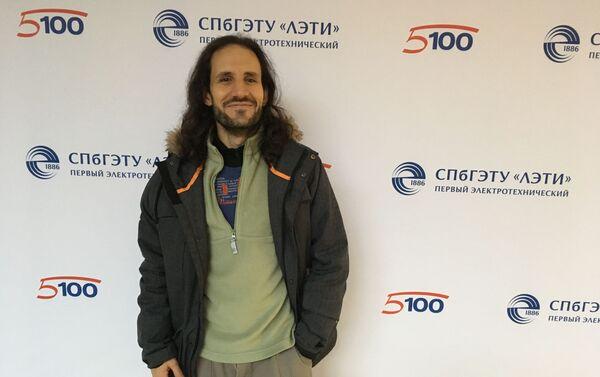 Pablo Badillo en una conferéncia en la universidad de San Petersburgo - Sputnik Mundo