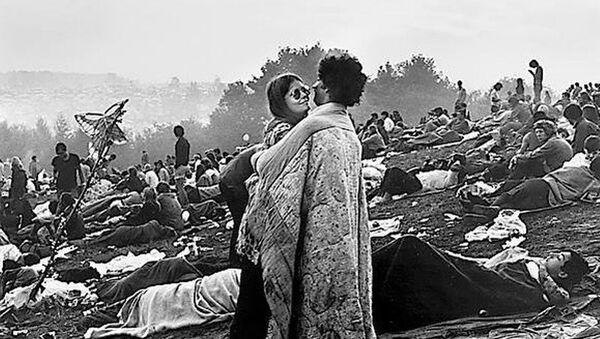Bobbi Kelly y Nick Ecorline en el Festival de Woodstock 1969 - Sputnik Mundo