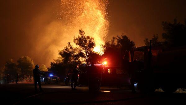 Incendio forestal en la isla griega de Eubea - Sputnik Mundo