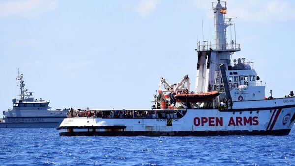 El barco de rescate Open Arms en el Mediterráneo - Sputnik Mundo