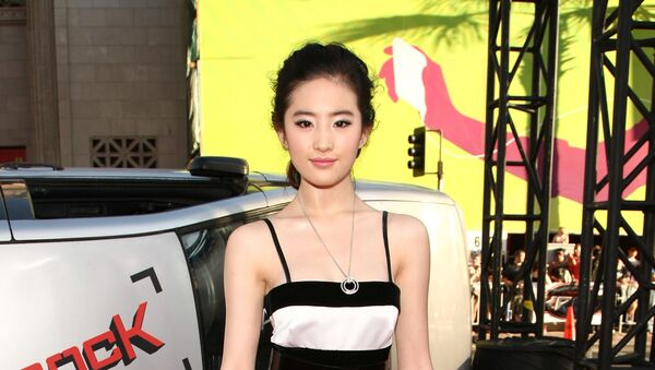 La actriz china y estadounidense Yifei Liu - Sputnik Mundo