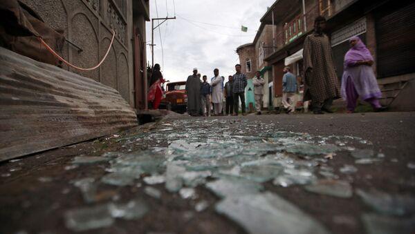 Cristales rotos en una calle en Cachemira - Sputnik Mundo