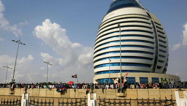 Los ciudadanos celebran el acuerdo sobre la transición en Sudán - Sputnik Mundo