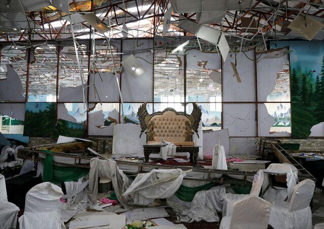 Un salón de bodas en Kabul tras una explosión suicida