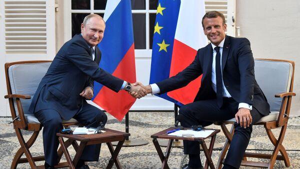 La reunión del presidente ruso Vladimir Putin y su homólogo francés Emmanuel Macron - Sputnik Mundo
