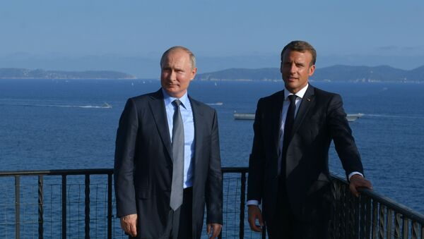 El mandatario ruso, Vladímir Putin, y el presidente de Francia, Emmanuel Macron - Sputnik Mundo