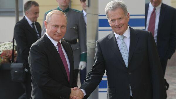 El presidente ruso, Vladímir Putin y su homólogo finlandés, Sauli Niinisto - Sputnik Mundo
