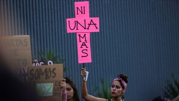 Manifestación en México contra la violencia hacia las mujeres - Sputnik Mundo
