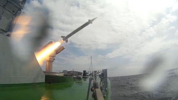 Un buque militar ruso pone a prueba el nuevo sistema de misiles Osa-MA  - Sputnik Mundo
