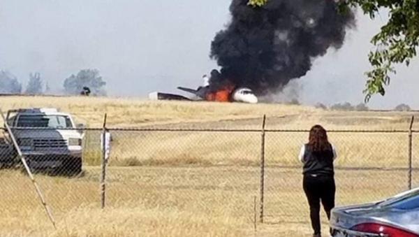 Un avión estalla en llamas tras un despegue abortado en California (archivo) - Sputnik Mundo