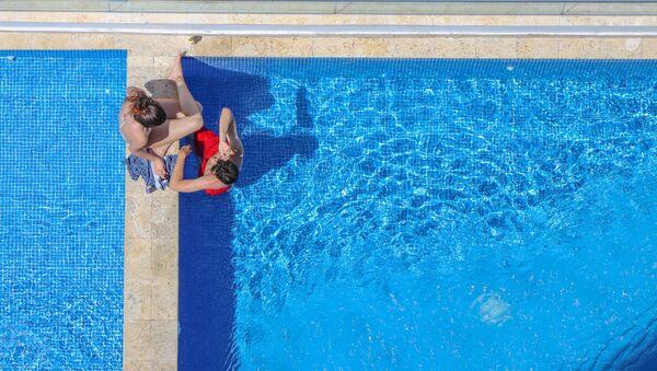 Una piscina, imagen referencial - Sputnik Mundo