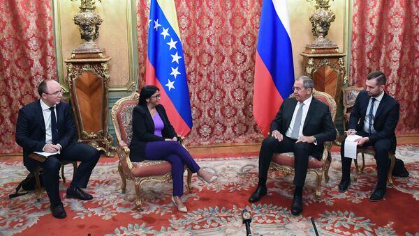 La vicepresidenta ejecutiva venezolana, Delcy Rodríguez, y el canciller ruso, Serguéi Lavrov - Sputnik Mundo