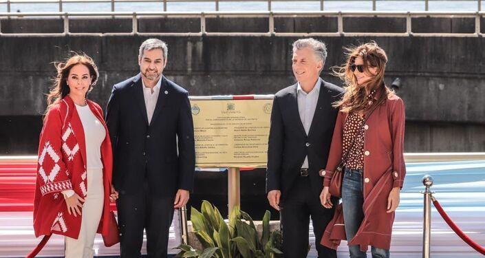 El presidente de Paraguay, Mario Abdo Benítez, y el presidente de Argentina, Mauricio Macri, durante la inauguración de un nuevo paso fronterizo