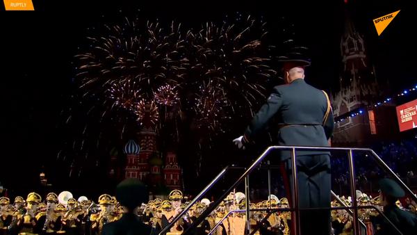 La Plaza Roja se pone de gala para el festival de música militar Torre Spásskaya - Sputnik Mundo