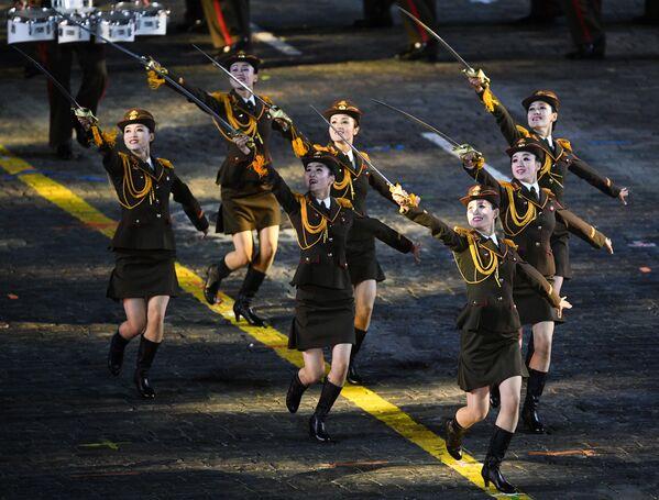 La ceremonia de apertura del festival de bandas militares Torre Spasskaya - Sputnik Mundo