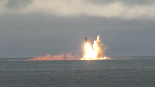 Así Rusia lanza misiles balísticos intercontinentales desde submarinos nucleares (vídeo) - Sputnik Mundo