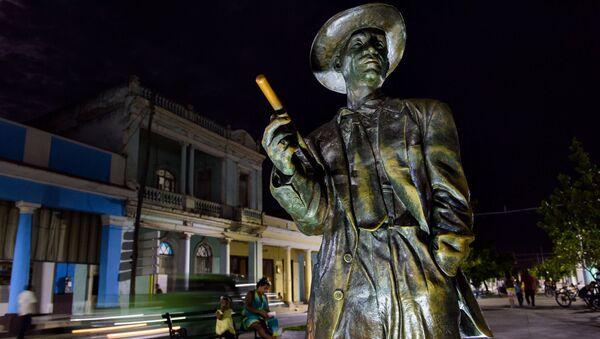 Una estatua del cantante cubano Benny Moré en Cienfuegos, Cuba - Sputnik Mundo