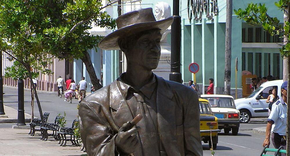 Una estatua del cantante cubano Benny Moré en Cienfuegos, Cuba